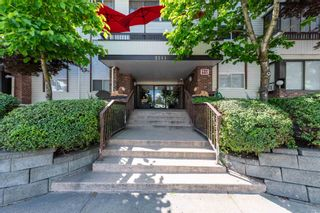 """Photo 3: 209 2211 CLEARBROOK Road in Abbotsford: Abbotsford West Condo for sale in """"Glenwood Manor"""" : MLS®# R2594385"""