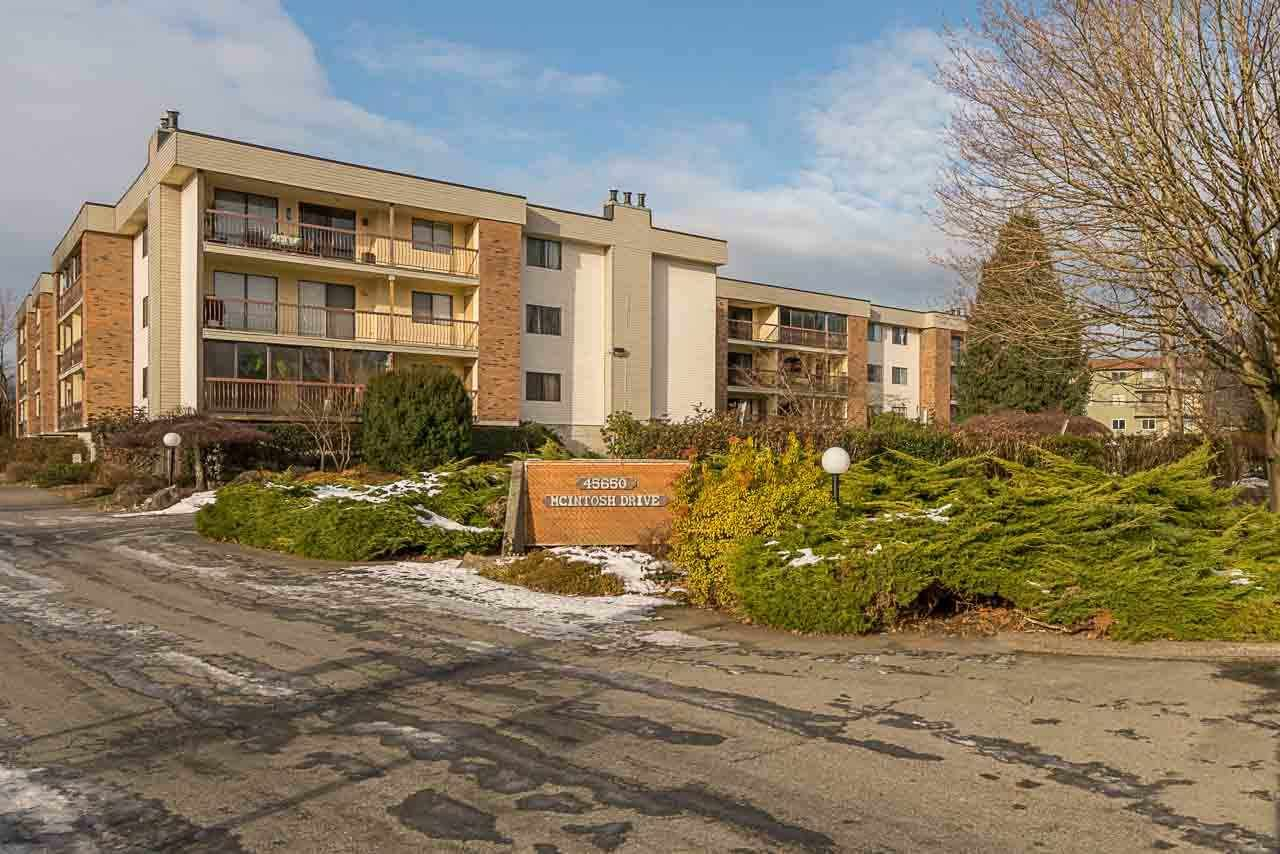 """Main Photo: 1219 45650 MCINTOSH Drive in Chilliwack: Chilliwack W Young-Well Condo for sale in """"MCINTOSH VILLAGE"""" : MLS®# R2128971"""