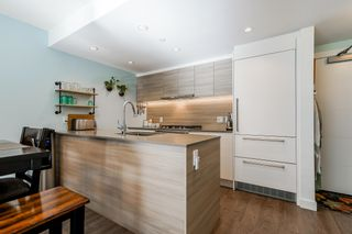 """Photo 3: TH3 988 QUAYSIDE Drive in New Westminster: Quay Townhouse for sale in """"River Sky"""" : MLS®# R2622130"""