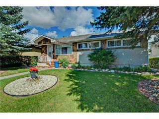 Photo 1: 4232 7 Avenue SW in Calgary: Rosscarrock House for sale : MLS®# C4078756