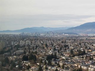 """Photo 2: 3901 5883 BARKER Avenue in Burnaby: Metrotown Condo for sale in """"ALDYANNE ON THE PARK"""" (Burnaby South)  : MLS®# R2348636"""