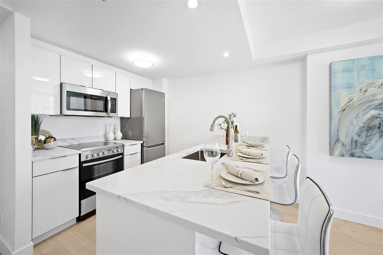 """Main Photo: 1203 1331 W GEORGIA Street in Vancouver: Coal Harbour Condo for sale in """"The Pointe"""" (Vancouver West)  : MLS®# R2463393"""