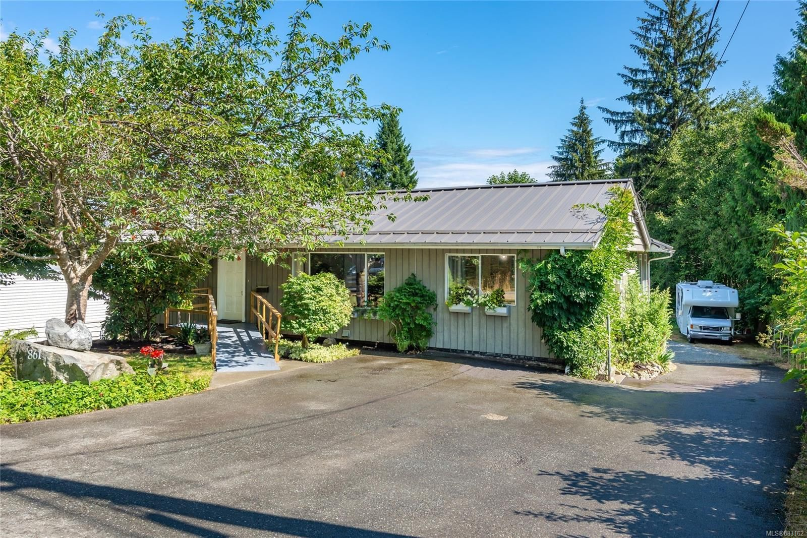 Main Photo: 861 Homewood Rd in : CR Campbell River Central House for sale (Campbell River)  : MLS®# 883162