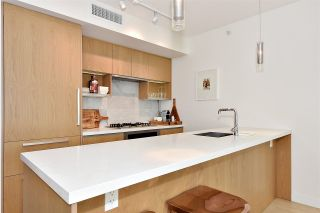 "Photo 7: 710 68 SMITHE Street in Vancouver: Downtown VW Condo for sale in ""ONE PACIFIC"" (Vancouver West)  : MLS®# R2403870"