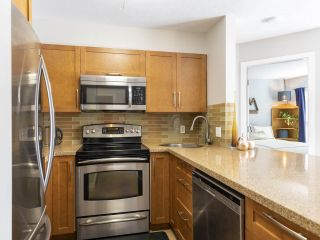 "Photo 9: 302 3161 W 4TH Avenue in Vancouver: Kitsilano Condo for sale in ""Bridgewater"" (Vancouver West)  : MLS®# R2443510"