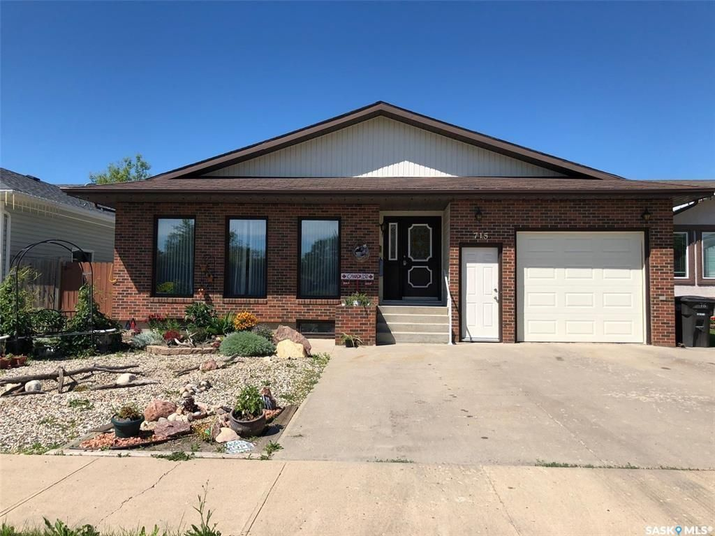 Main Photo: 715 12th Street in Humboldt: Residential for sale : MLS®# SK828678