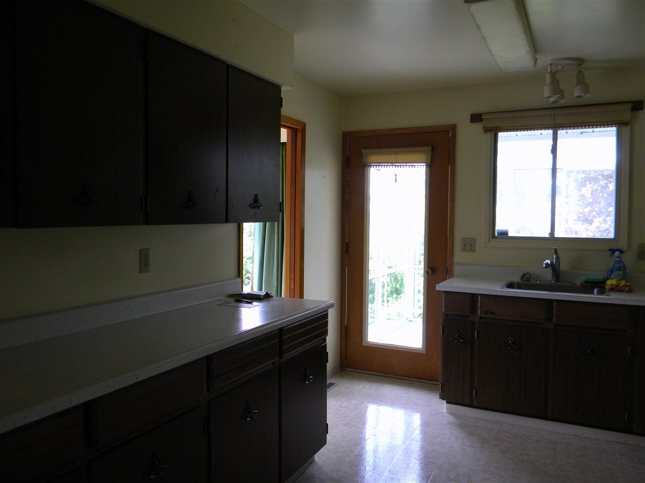 """Photo 11: Photos: 939 LEE Street: White Rock House for sale in """"East Beach"""" (South Surrey White Rock)  : MLS®# R2376460"""