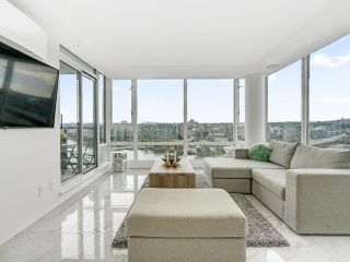 Photo 4: 2105 1033 MARINASIDE Crescent in Vancouver: Yaletown Condo for sale (Vancouver West)  : MLS®# R2614504