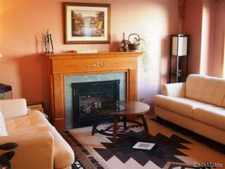 Photo 3: 2211 Kenderdine Road in Saskatoon: Erindale Single Family Dwelling for sale (Saskatoon Area 01)  : MLS®# 448366
