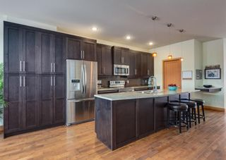 Photo 7: 3322 41 Street SW in Calgary: Glenbrook Detached for sale : MLS®# A1069634