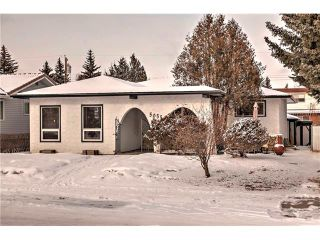 Photo 1: 5055 VANTAGE Crescent NW in Calgary: Varsity House for sale : MLS®# C4103507