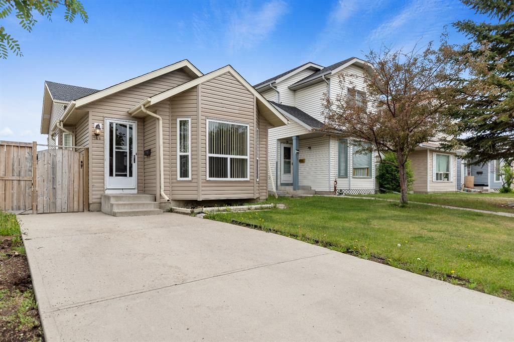 Main Photo: 249 martindale Boulevard NE in Calgary: Martindale Detached for sale : MLS®# A1116896