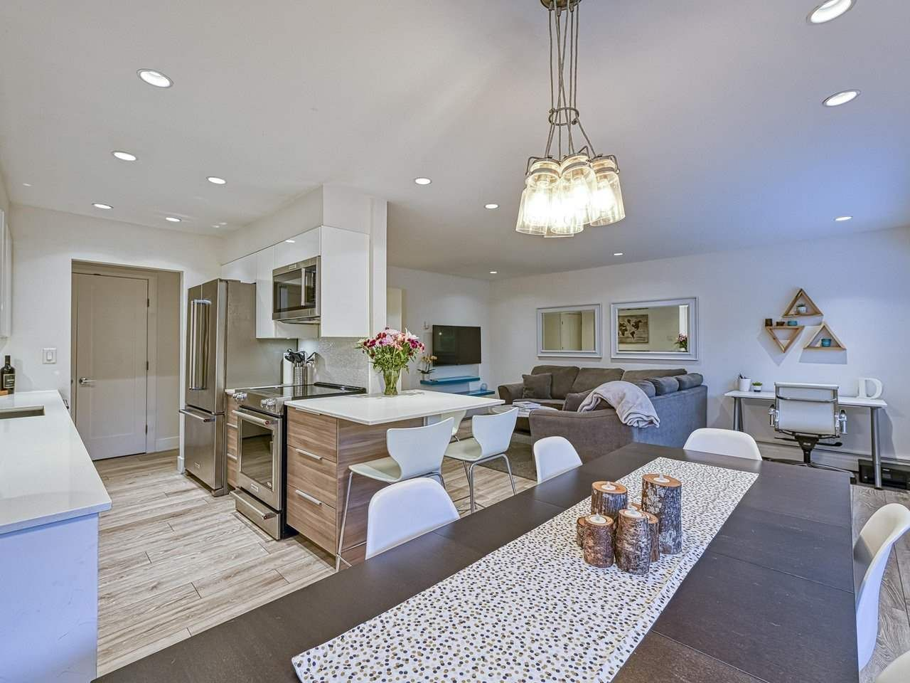 """Main Photo: 409 555 W 28TH Street in North Vancouver: Upper Lonsdale Condo for sale in """"Cedarbrooke Village"""" : MLS®# R2555453"""