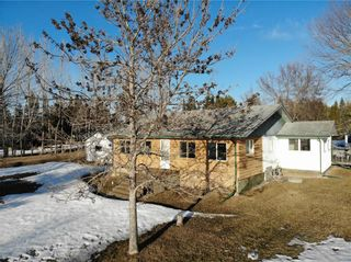 Photo 1: 14 Second Street in Alexander RM: Pinawa Bay Residential for sale (R28)  : MLS®# 202106039