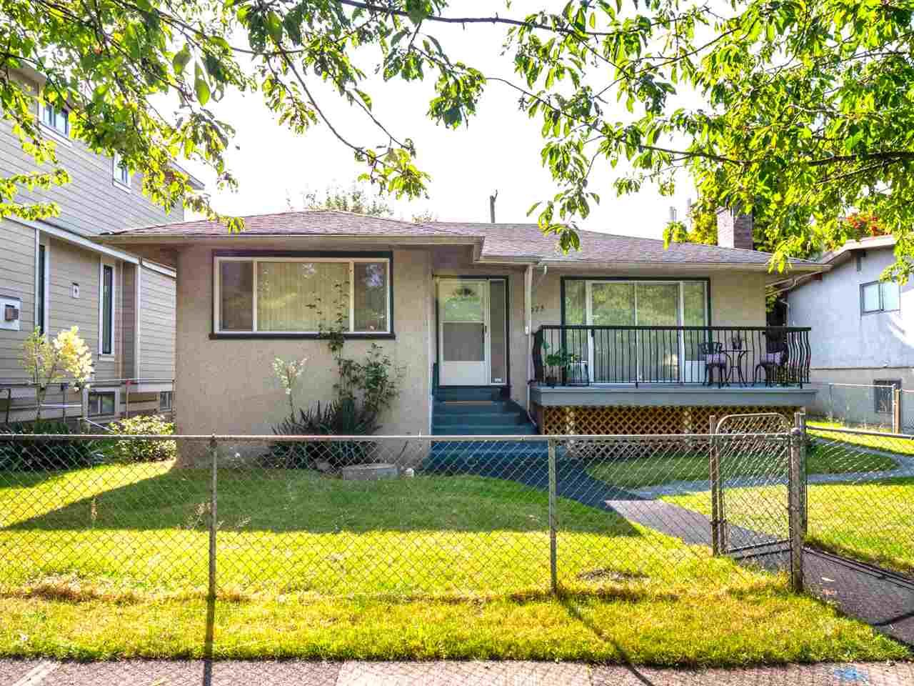Main Photo: 4975 CHESTER Street in Vancouver: Fraser VE House for sale (Vancouver East)  : MLS®# R2398757