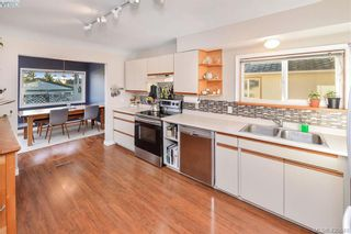 Photo 2: 569 Hurst Ave in VICTORIA: SW Glanford House for sale (Saanich West)  : MLS®# 832507