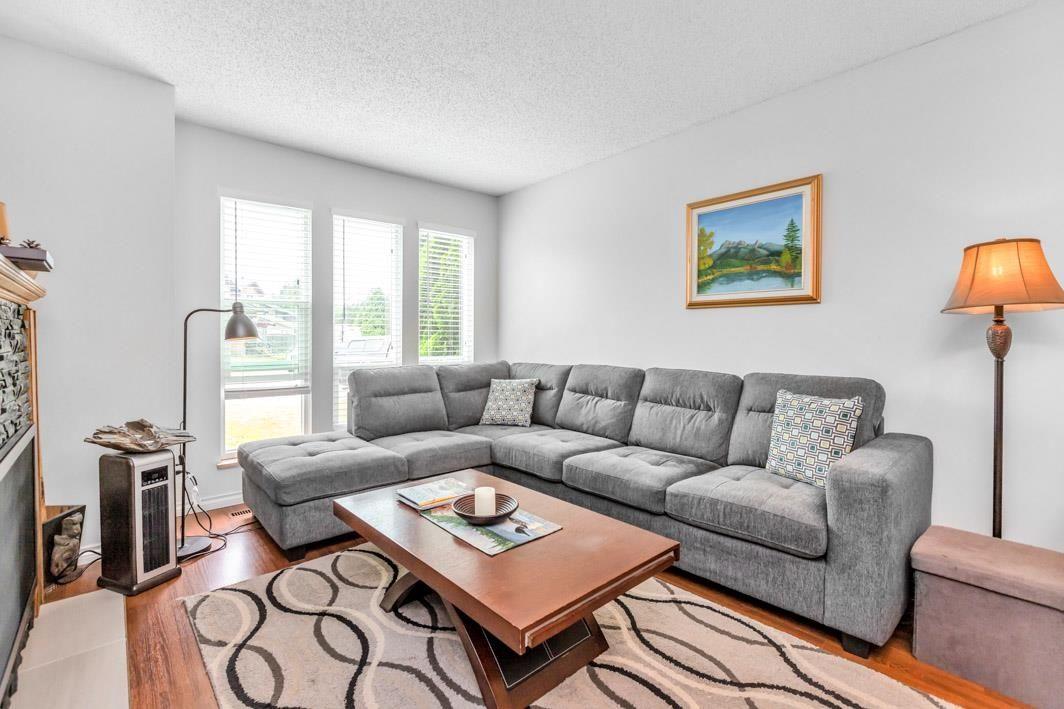 "Photo 5: Photos: 11891 CHERRINGTON Place in Maple Ridge: West Central House for sale in ""WEST MAPLE RIDGE"" : MLS®# R2600511"