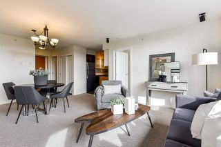 """Photo 13: 1704 1 RENAISSANCE Square in New Westminster: Quay Condo for sale in """"Q"""" : MLS®# R2539218"""