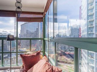 Photo 7: 1705 909 BURRARD Street in Vancouver: West End VW Condo for sale (Vancouver West)  : MLS®# R2557342
