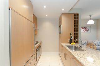 """Photo 8: 905 1468 W 14TH Avenue in Vancouver: Fairview VW Condo for sale in """"THE AVEDON"""" (Vancouver West)  : MLS®# R2457270"""