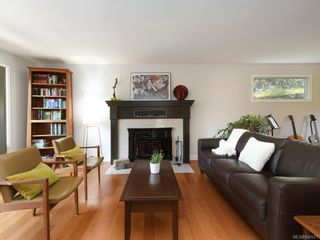 Photo 4: 1340 Manor Rd in Victoria: Vi Rockland House for sale : MLS®# 840521