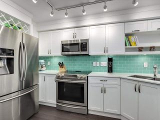 """Photo 9: 210 2545 W BROADWAY Avenue in Vancouver: Kitsilano Townhouse for sale in """"Trafalgar Mews"""" (Vancouver West)  : MLS®# R2590394"""