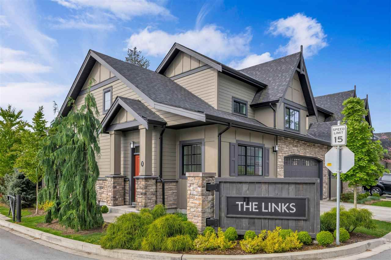 """Main Photo: 8 7979 152 Street in Surrey: Fleetwood Tynehead Townhouse for sale in """"The Links"""" : MLS®# R2575194"""