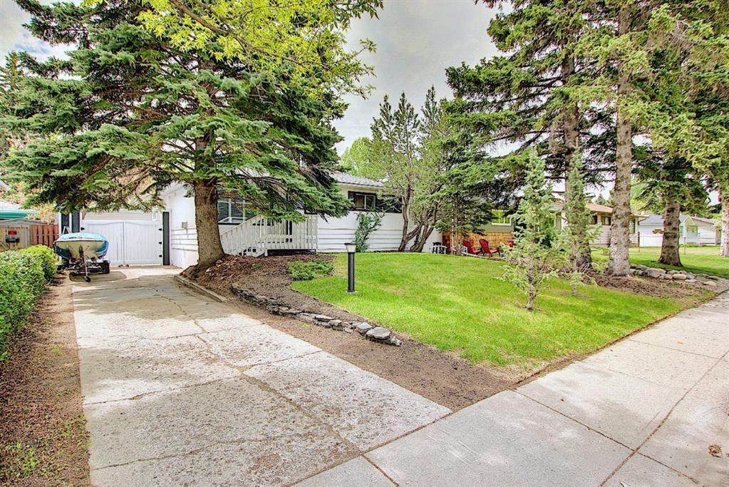 Main Photo: 42 Hillgrove Drive SW in Calgary: Haysboro Detached for sale : MLS®# A1114457