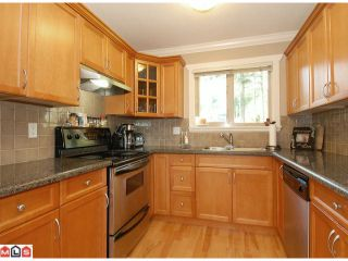 """Photo 5: 5 14921 THRIFT Avenue: White Rock Townhouse for sale in """"NICOLE PLACE"""" (South Surrey White Rock)  : MLS®# F1025156"""