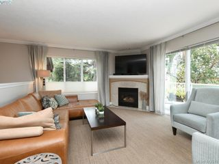 Photo 2: 62 118 Aldersmith Pl in VICTORIA: VR Glentana Row/Townhouse for sale (View Royal)  : MLS®# 817388