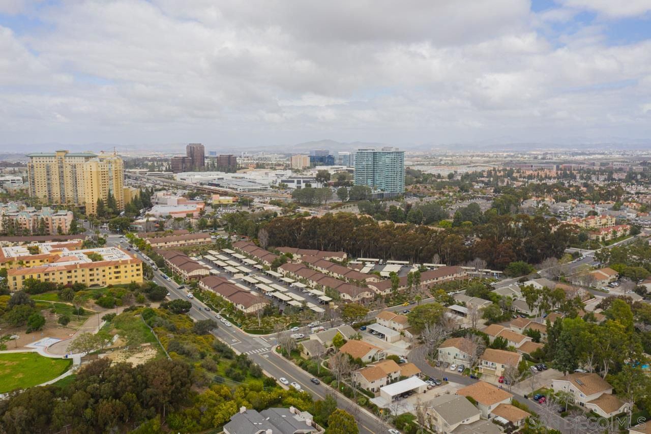 Main Photo: UNIVERSITY CITY Condo for sale : 3 bedrooms : 7858 Camino Raposa in San Diego