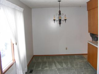 Photo 5: 222 Springwood Place SW in Calgary: Southwood Detached for sale : MLS®# A1123076