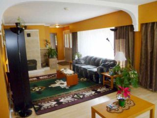 Photo 3: 12499 PINEWOOD Crescent in Surrey: Cedar Hills House for sale (North Surrey)  : MLS®# F1306923