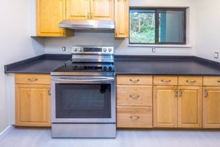 Photo 2: 902 BRITTON Drive in Port Moody: North Shore Pt Moody Townhouse for sale : MLS®# R2443680