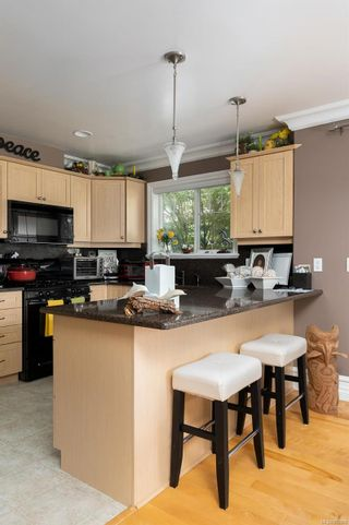 Photo 8: 9652 Fifth St in Sidney: Si Sidney South-East House for sale : MLS®# 882069