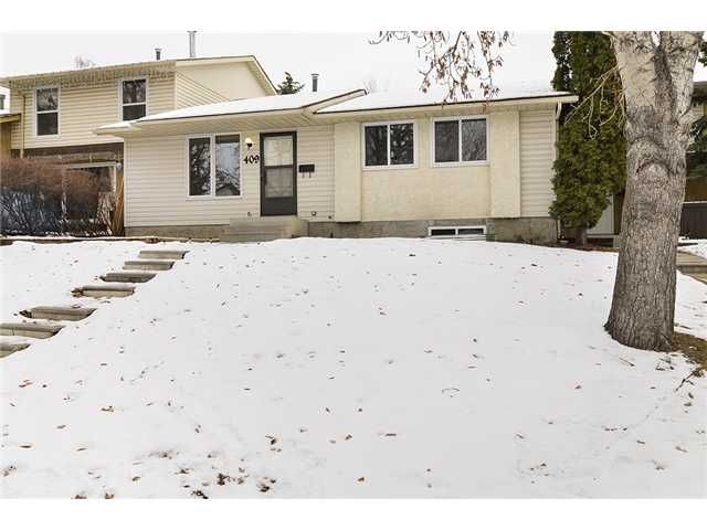 Main Photo: 409 RANCHVIEW Court NW in CALGARY: Ranchlands Residential Attached for sale (Calgary)  : MLS®# C3554095