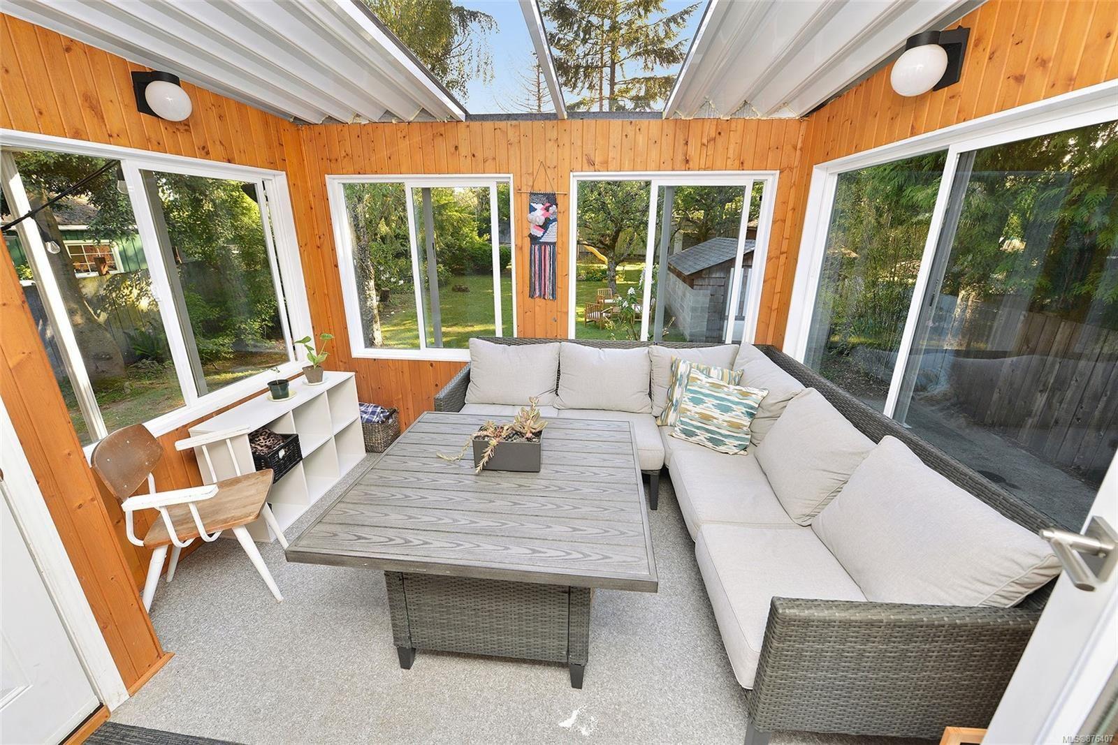 Photo 15: Photos: 631 Cowper St in Saanich: SW Gorge House for sale (Saanich West)  : MLS®# 876407