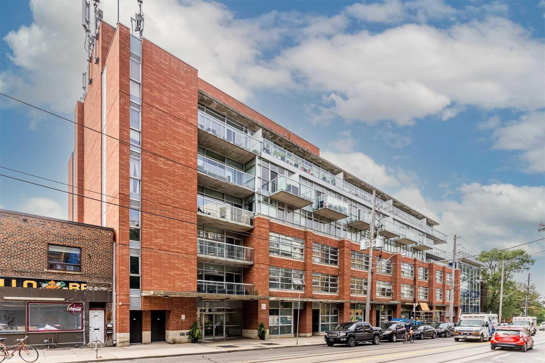 Photo 1: Photos: 406 601 Kingston Road in Toronto: The Beaches Condo for sale (Toronto E02)  : MLS®# E5308141