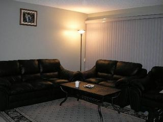 Photo 2: 11 Dzyndra Cres: Residential for sale (Missions Gardens)  : MLS®# 2700558