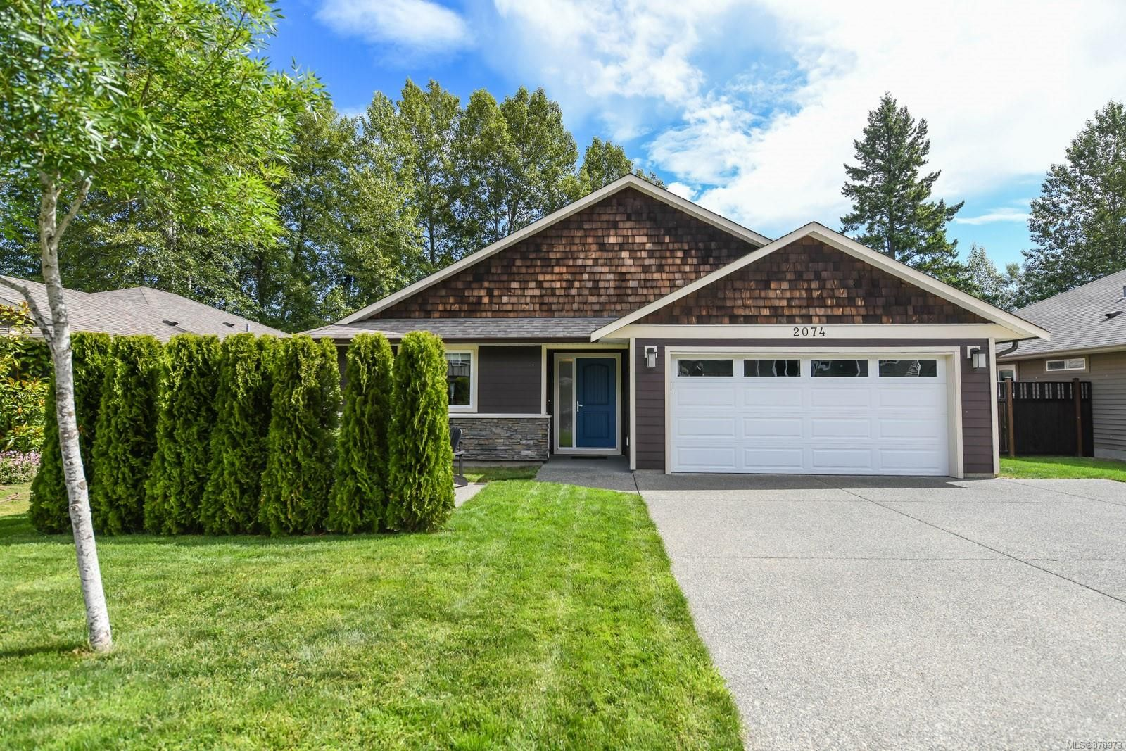Main Photo: 2074 Lambert Dr in : CV Courtenay City House for sale (Comox Valley)  : MLS®# 878973