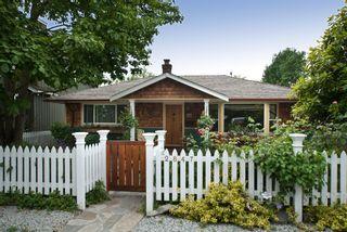 Photo 1: 2847 GORDON Avenue in Surrey: Crescent Bch Ocean Pk. House for sale (South Surrey White Rock)  : MLS®# F1116073