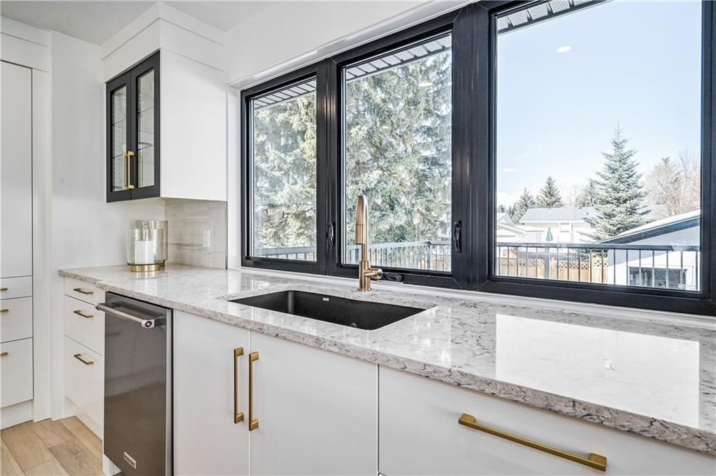Photo 12: Photos: 5039 BULYEA Road NW in Calgary: Brentwood Detached for sale : MLS®# A1047047