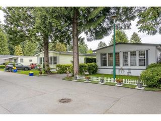 """Photo 2: 74 9080 198 Street in Langley: Walnut Grove Manufactured Home for sale in """"Forest Green Estates"""" : MLS®# R2457126"""