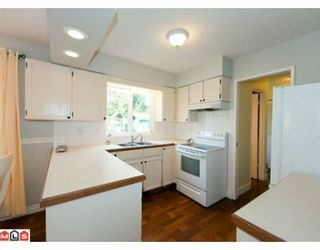 """Photo 7: 5885 ANGUS Place in Surrey: Cloverdale BC House for sale in """"JERSEY HILLS"""" (Cloverdale)  : MLS®# F1004441"""