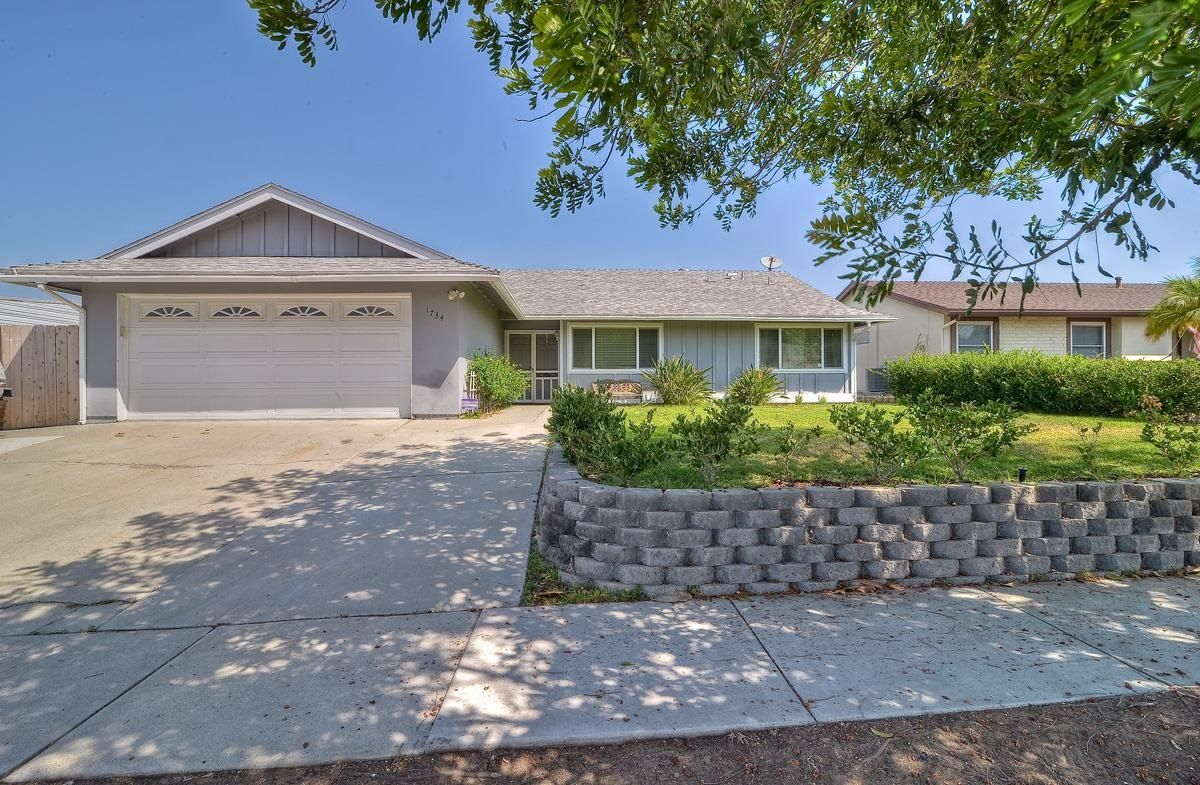 Main Photo: Residential for sale : 3 bedrooms : 1734 Kingston Dr in Escondido