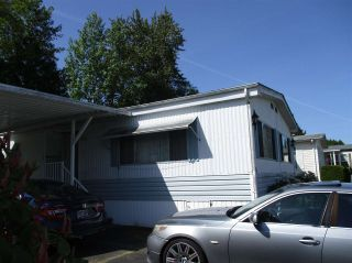 """Photo 3: 25 13507 81 Avenue in Surrey: Queen Mary Park Surrey Manufactured Home for sale in """"Park Boulevard Estates"""" : MLS®# R2583115"""