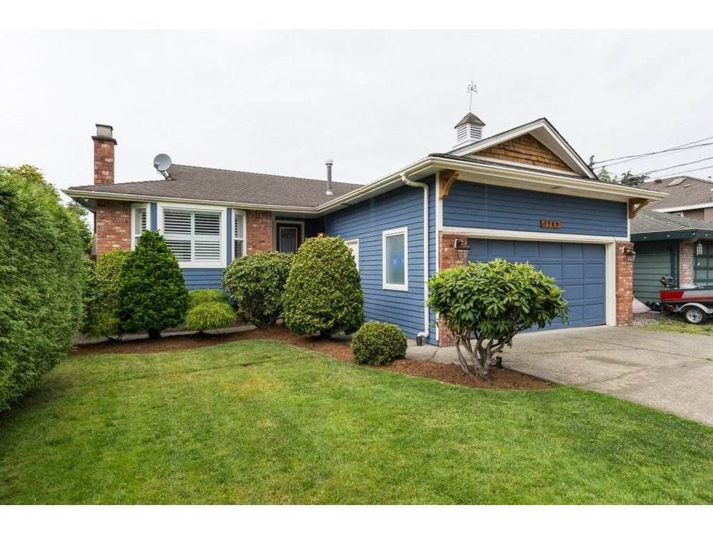 Main Photo: 5383 Westminster Avenue in Ladner: Home for sale : MLS®# R2079910
