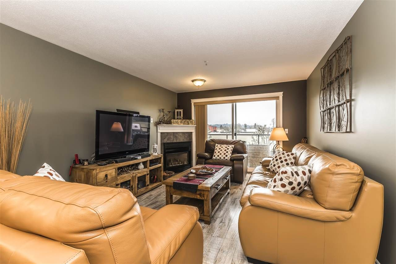 """Photo 10: Photos: 204 45520 KNIGHT Road in Sardis: Sardis West Vedder Rd Condo for sale in """"Morningside"""" : MLS®# R2346105"""