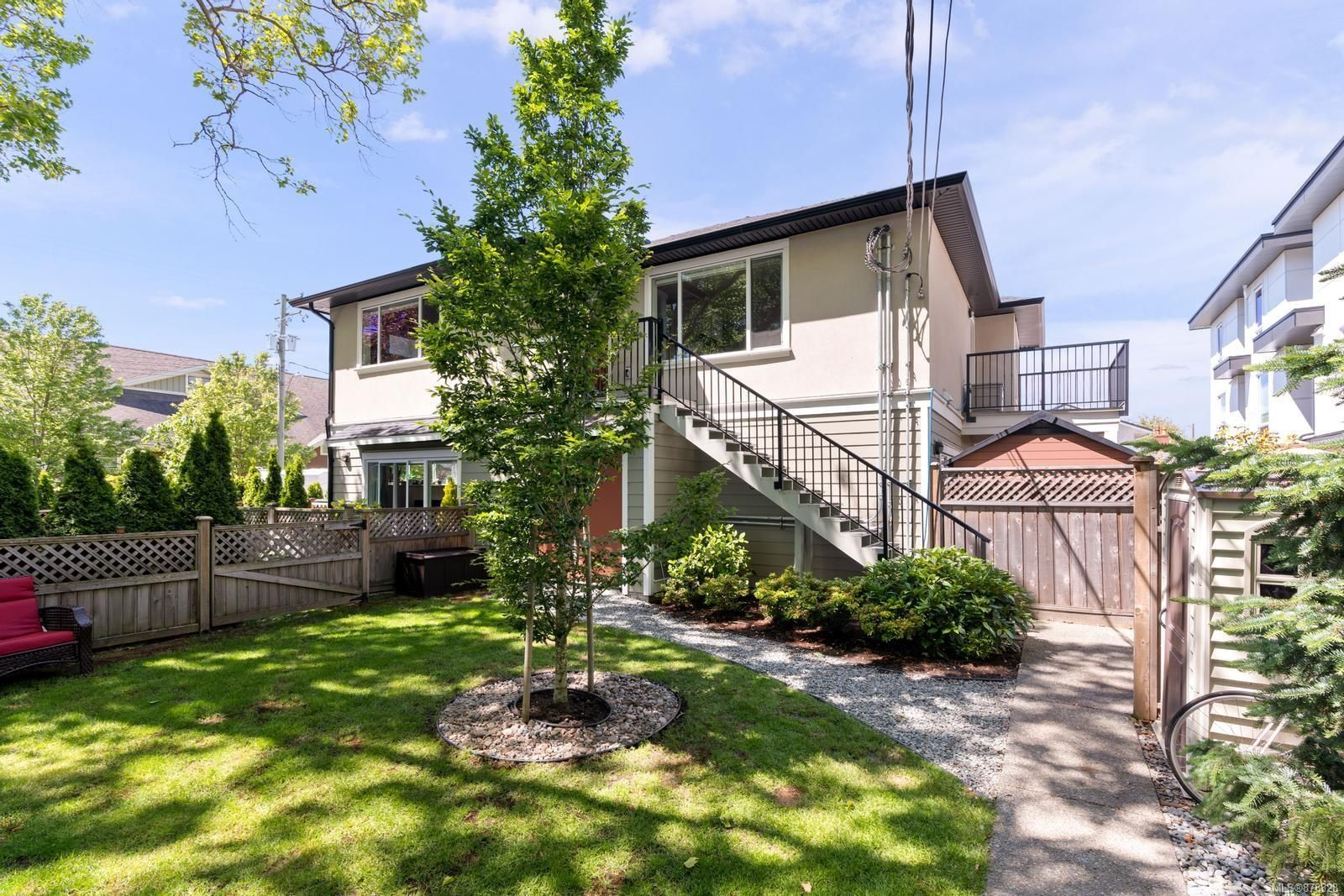 Main Photo: 3 1680 Ryan St in : Vi Oaklands Row/Townhouse for sale (Victoria)  : MLS®# 878328
