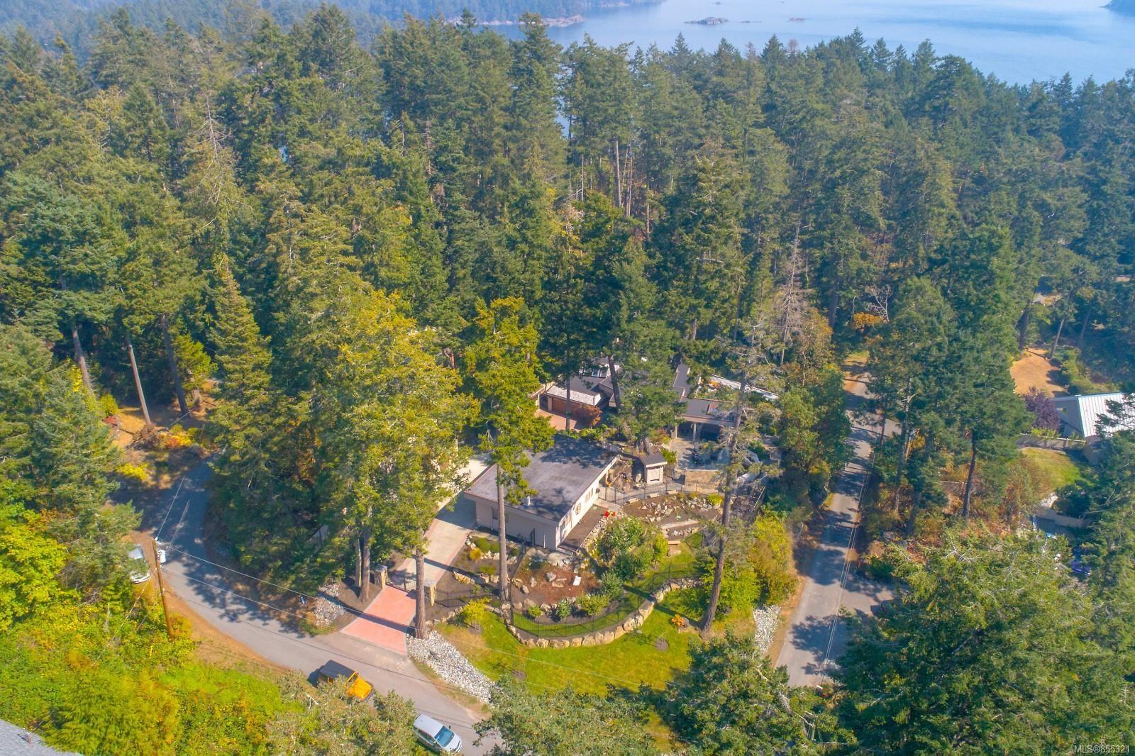 Main Photo: 10849 Fernie Wynd Rd in : NS Curteis Point House for sale (North Saanich)  : MLS®# 855321